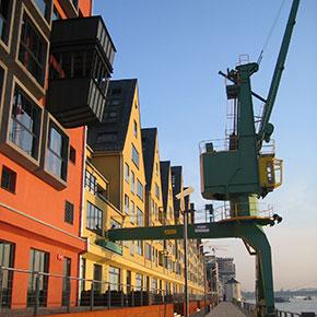 Balkonkonstruktion gebaut von Metallbau Fröbel aus Brühl bei Köln
