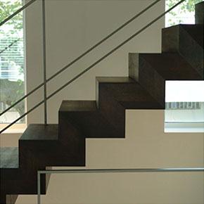 Treppenkonstruktion gebaut von der Metallbaufirma Fröbel aus Brühl bei Köln